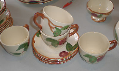 FRANCISCAN APPLE CALIFORNIA USA VINTAGE 4 cups and 4 saucers..