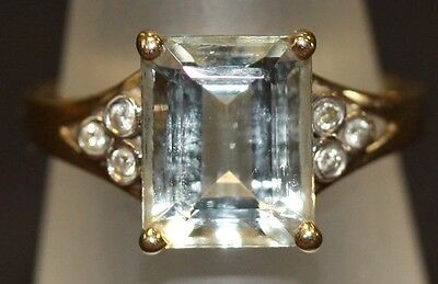 Very Pretty Ladies 9Ct Yellow Gold Ring Inset With Pale Blue And White Sapphire