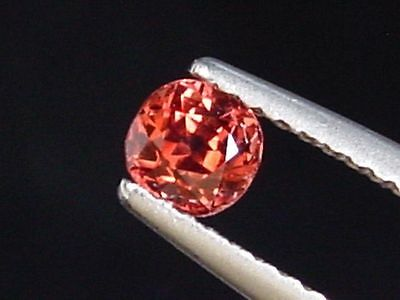 Roter Spinell / red Spinel 0,45 Ct. Kissenschliff Sri Lanka (691x)