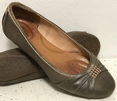CLARKS ARTISAN Olive Green Leather Ballet Flats Slip On Loafers Women's Size 8