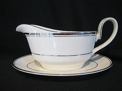 Minton BRIDAL VEIL - Gravy Boat and Stand