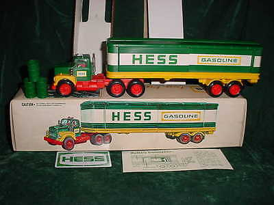 75 HOLIDAY XMAS CHRISTMAS COLLECTiBLE  HESS TRUCKS 1975 TOY BARREL TRUCK TOYS
