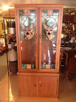 Vintage Wood Stained Glass Double Door 8 Gun Rifle Cario Cabinet