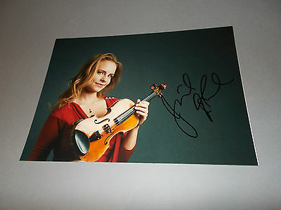 Julia Fischer  Violinist signed autograph Autogramm 8x11 photo in person