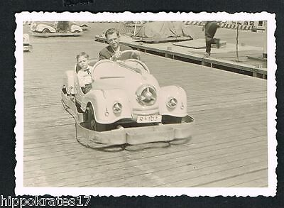 FOTO vintage PHOTO, Auto Vater Sohn Karussell car father son Gokart scooter /44x