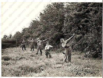 1957 ASHMORE Family CRAWLEY in the bow-and-arrow hunt - Photo 20x15 cm