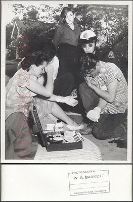 Vintage Photo Huntington Park Police Men w/ Injured Victims 273008