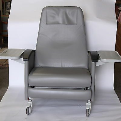 WINCO 6750 Medical Geriatic Recliner Chair On Casters Swing-Away Arms 2 Trays