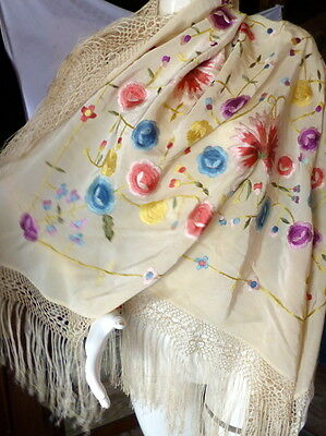 VINTAGE PIANO SHAWL White SILK & EMBROIDERED MULTI-COLORED FLOWERS
