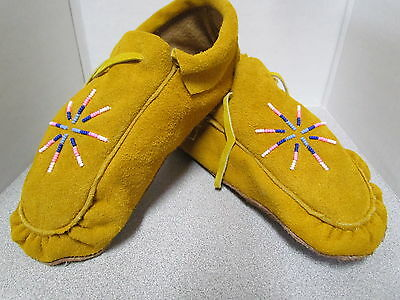 Beautiful Native American Beaded Moccasins - 9.5 Inches