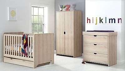 Mamas & Papas Rocco 4 Piece Nursery Furniture Set-Light Oak.