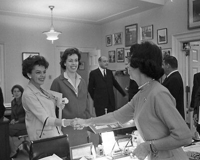 JFK Secretary Evelyn Lincoln with Judy Garland and Carol Burnett New 8x10 Photo