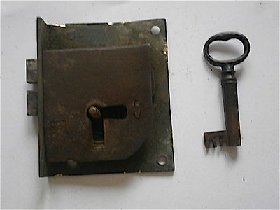 LONGCASE GRANDFATHER CLOCK   STEEL trunk door lock + key  C1750