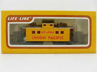 Life-Like HO Gauge 8534 Union Pacific Caboose No 49940 in UP Yellow Livery