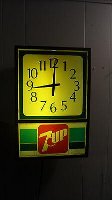 Rare Vintage 1970's  Working 7 Up Soda Lighted Wall Clock Sign