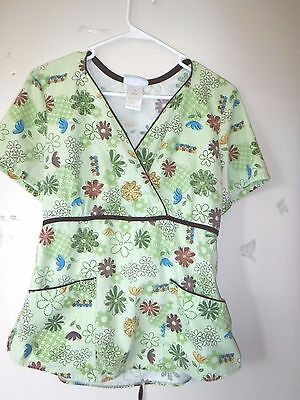 """SB Scrubs"" - brand Multi Color Flowers on Green Scrub Top - size Small"