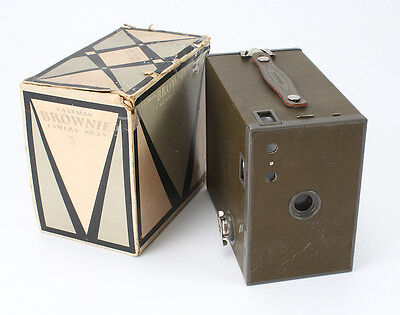 KODAK BROWNIE NO. 2A MODEL C, OLIVE, WITH TORN AND INCOMPLETE BOX/cks/194197