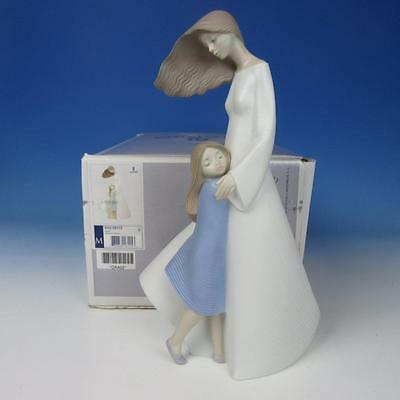Lladro Porcelain Figure with Box - Morning Breeze - Mother with Child #8115