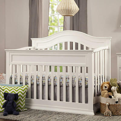 DaVinci Brook 4-in-1 Convertible Crib with Toddler Rail Conversion K - White