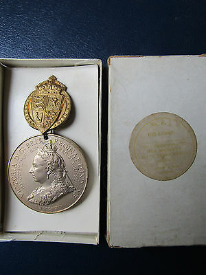 QUEEN VICTORIA 1897 60 Years Medal ARMY & NAVY Suspension SPINKS Boxed RARE 50mm