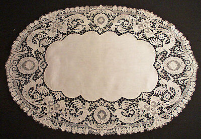 Lovely Victorian Figural Cherubs Lace Doily Oval Centerpiece