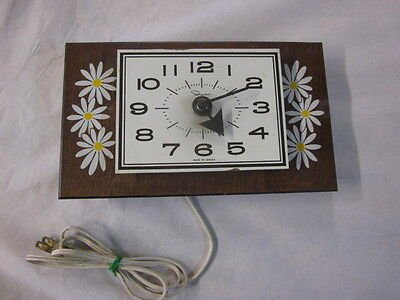 Vintage Ingraham Kitchen Wall Clock 115 volt made in Canada tested works great