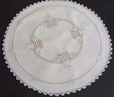 Hand Embroidered Large Round Centre Doily Daisies on Lattice Work Crochet Edge