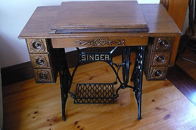 Singer Treadle Sewing Machine. Excellent Condition