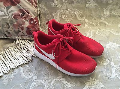 NIKE Roshe Run Running Shoes  Size  US 7 Color  Red