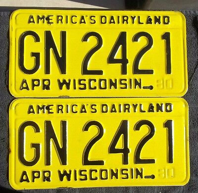 """Wisconsin 1980 Passenger License Plate Plates Matching Pair """" Gn 2421 """" Wi 80"""