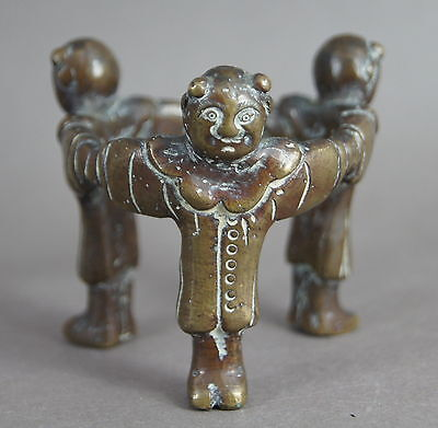 UNUSUAL SMALL ANTIQUE CHINESE QING BRONZE FIGURE FIGURAL TRIPOD STAND not wood