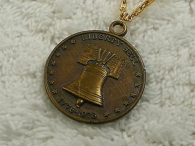 Goldtone Brasstone Liberty Bell 1776-1976 Coin Medillion Pendant Necklace (C59)