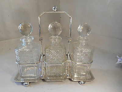 Cut Glass Silver Plate Tantalus , Decanter Set  , ref 1447 mmy