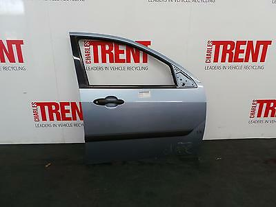 2004 FORD FOCUS 5 Door Hatchback Silver O/S Drivers Right Front Door