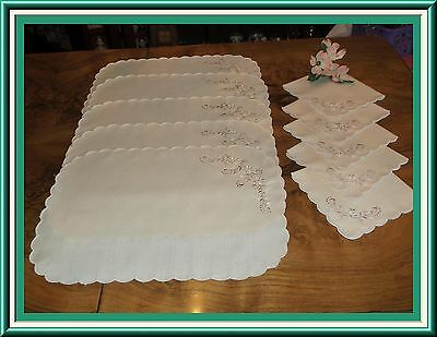 Beautiful 11 Piece Embroidered Placemat & Napkins Set Pristine