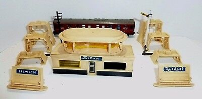 Model Railway TT  Scenery Triang Signal Coach Wagon Station Inclines Telegraph