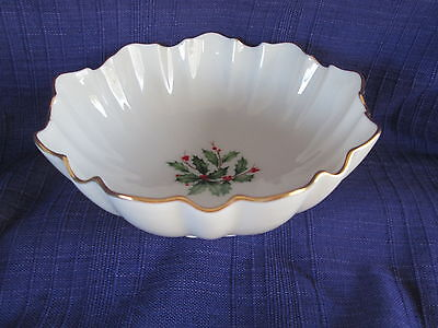 Lenox HOLIDAY Dimension SPECIAL Fluted Round Bowl RARE Holly Berry