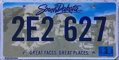 FREE UK POSTAGE South Dakota Great Faces Places USA License Number Plate 2E2 627