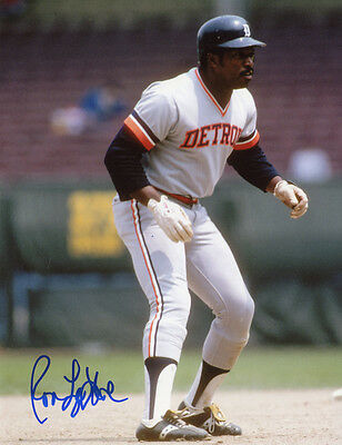 Tigers  Ron LeFlore signed 8x10 pose 6 with w/COA