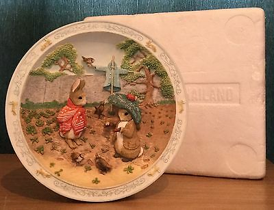 The Tale Of Peter Rabbit & Benjamin Bunny Upon The Scarecrow Musical Plate BEX