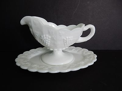 Vintage Westmoreland Milk Glass Paneled Grape Gravy Boat With Underplate