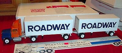 Roadway Express Trucking Doubles Tractor Trailer Winross Truck