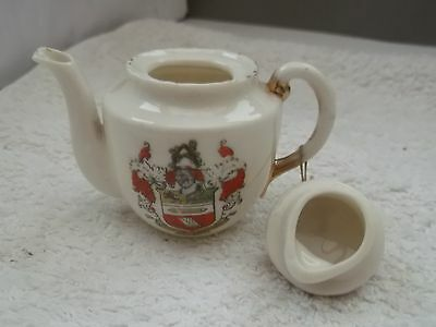 Vintage  Model Of A Tea Pot   Crested Accrington By Gemma China