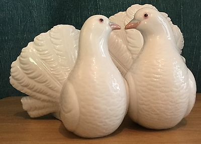 Lladro Pair Of Fantail Doves Figurine #1169
