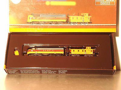 Marklin  Z:  88603  US Dieselloco F7  with Caboose   *Milwaukee RR*