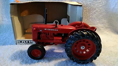 1988 Ertl 1:16 scale Die-cast McCormick WD-9 Tractor in Excellent Condition