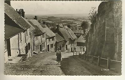"""A Valentine's """"Real Photo""""  Postcard of Gold Hill, Shaftesbury. Dorset."""