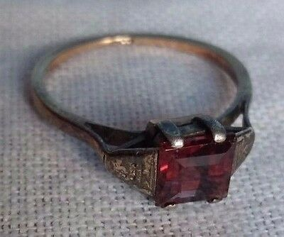 Vintage 9 ct Gold Ring square cut Ruby coloured stone