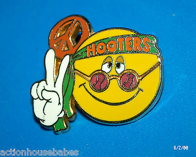 Hooters Restaurant Collectable Girl Smiley Happy Face Hippie Peace Lapel Pin