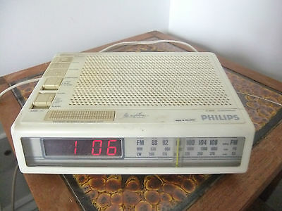 VINTAGE PHILIPS D3622 CLOCK RADIO WITH MANUAL and BOX